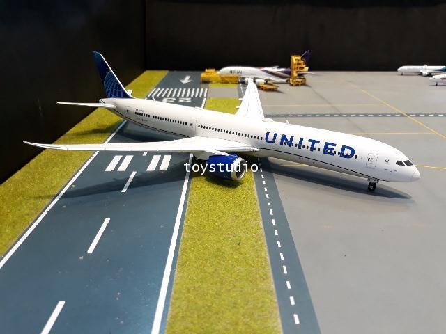 Herpa Wings 1:200 United 787-10 nc N12010 HW570848