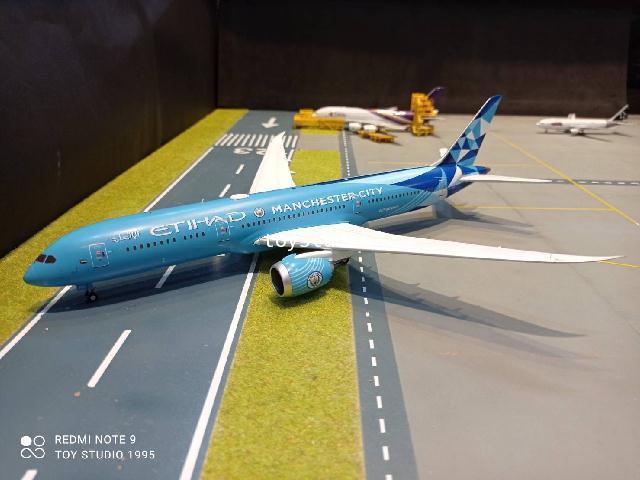 JCWings 1:200 Etihad 787-9 Manchester City A6-BND EW2789008 1