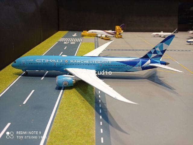 JCWings 1:200 Etihad 787-9 Manchester City A6-BND EW2789008 2