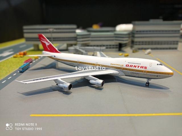 Phoenix 1:400 Qantas 747-200 VH-EBA P4377