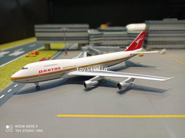 Phoenix 1:400 Qantas 747-200 VH-EBA P4377 1