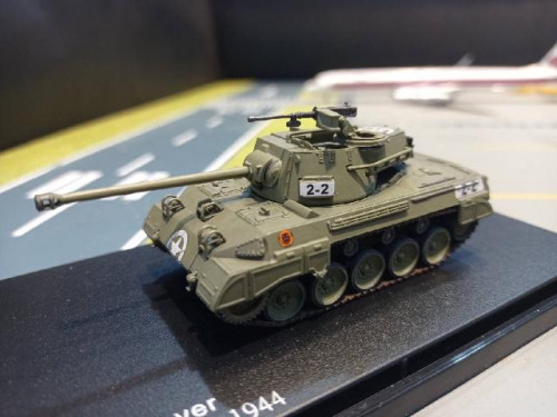 HG6010 1:72 M18 Tank Destroyer 805th Tank,Italy 1944 [Width 4 Length 9 Height 4 cms.]