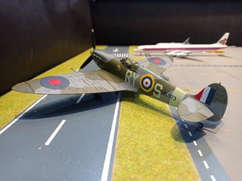 HA7853 1:48 Spitfire Mk. Vb BL973/RY- S,F/L Stanislav Fejfar,313,May1942 [Width 23 Length 19 Height