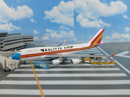 GJ1999 1:400 Kalitta Air B747-400(BCF) N744CK (mask) [Width 16 Length 16.5 Height 4 cms.]