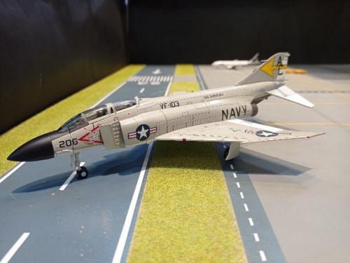 HA19015 1:72 F-4J Phantom II 157299 VF-103 USS 1971 [Width 16.5 Length 24.5 Height 7 cms.]