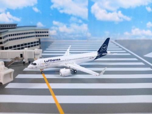 GJ1968 1:400 Lufthansa A320neo D-AIJA (new) [Width 9 Length 9.3 Height 3 cms.]