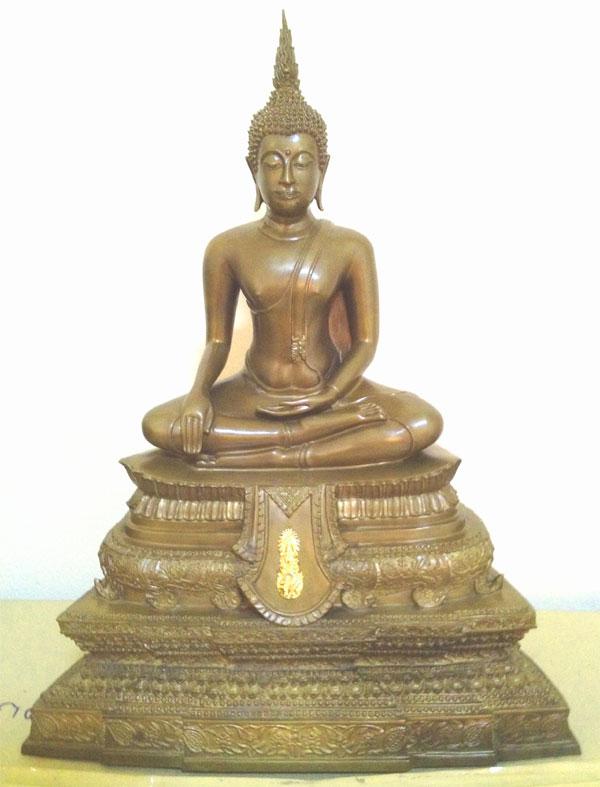 พระพุทธชินสีห์ รุ่น สมโภชวัดบวรนิเวศวิหาร ๑๗๕ ปี และเฉลิมพระชนมพรรษา ๗ รอบ ในหลวงสร้างเพียง ๑๗๕ องค์