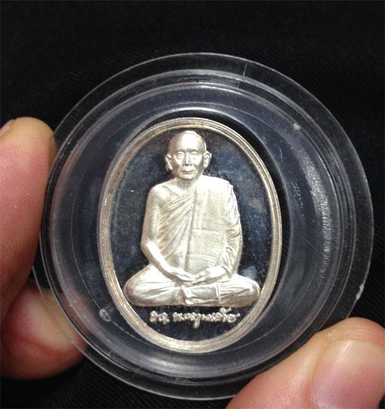 เหรียญสมเด็จพระสังฆราช รุ่น 600 ปี วัดเจดีย์หลวง เชียงใหม่ เนื้อเงิน สวยงาม (เช่าบูชาแล้ว)
