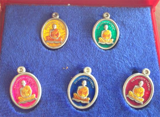 เหรียญเม็ดแตงหลวงพ่อคูณ ปริสุทฺโธ  เต็มองค์รุ่นแรก  ปี ๕๔  เลื่อนสมณศักดิ์ เทพวิทยาคม (เช่าบูชาแล้ว)