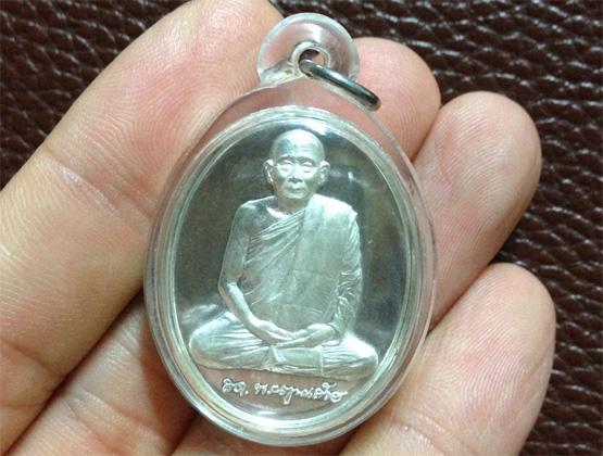 เหรียญสมเด็จพระสังฆราช รุ่น 600 ปี วัดเจดีย์หลวง เนื้อเงิน งามมาก พร้อมเลี่ยม (เช่าบูชาไปแล้ว)
