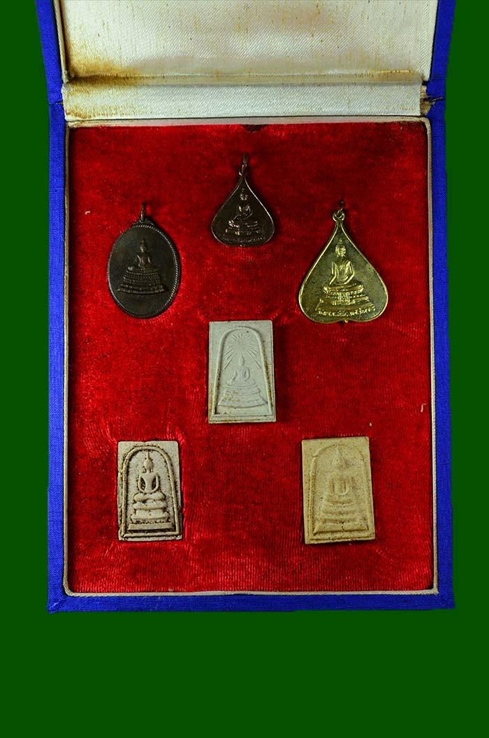สมเด็จพระศาสดา ปี 2516  รุ่นแรก สมเด็จพระญาณสังวร   ชุดกรรมการชุดใหญ่ พระผงยอดนิย(เช่าบูชาไปแล้ว)