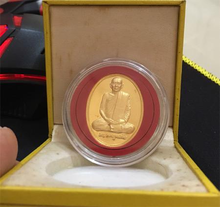 เหรียญสมเด็จพระสังฆราชเต็มพระองค์ เนื้อทองคำ ที่งามที่สุดในโลก   มีกล่องครบถ้วน (เช่าบูชาไปแล้ว)