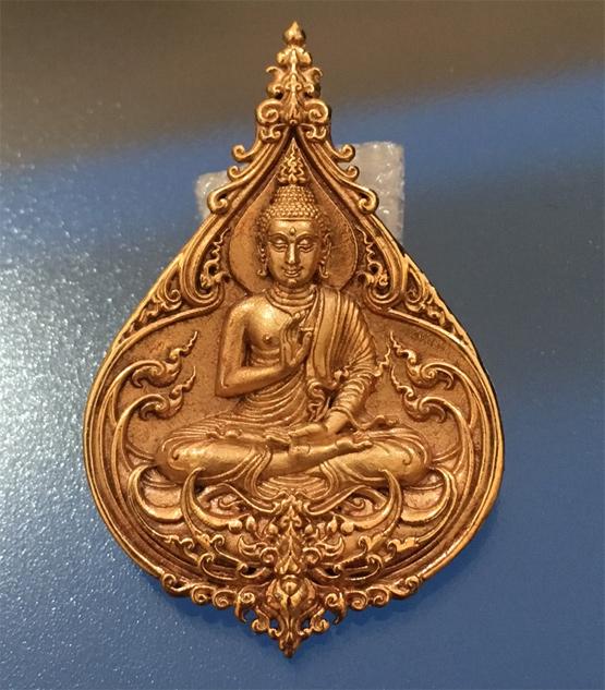 เหรียญพระพุทธประทานพร ที่ระลึกงานบุญยกพระธาตุวัดร่องขุ่น เนื้อนวลชมพู พิมพ์กลาNo.๒๕๙(เช่าบูชาไปแล้ว)
