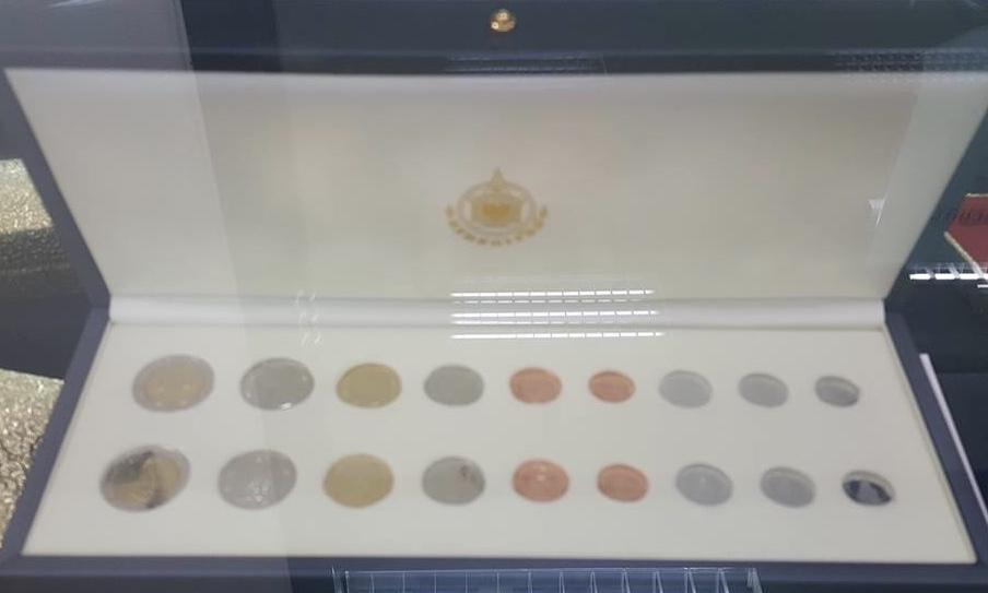 เหรียญหมุนเวียน  รุ่นแรก ร.10 ครบชุด 9 เหรียญ ในกล่องสวยงาม (เช่าบูชาไปแล้ว)