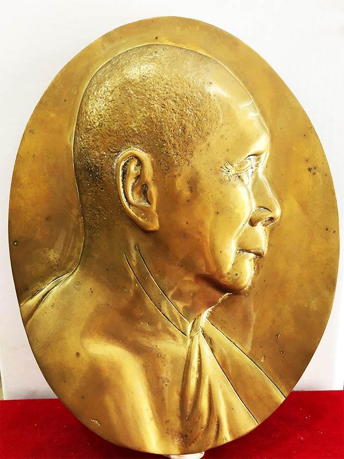 ** เหรียญโล่ใหญ่ ( หน้ากาก ) สมเด็จพระญาณสังวร  ปี 36 ครบรอบ 80 พรรษา  ขนาด  (เช่าบูชาไปแล้ว)