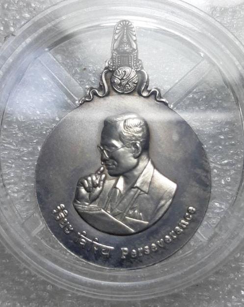 พระมหาชนก เนื้อเงิน ปี 42 สภาพงาม ๆ พิมพ์็เล็ ที่สุดแห่งเหรียญในหลวง ร.9 ทรงโปรด (เช่าบูชาไปแล้ว)