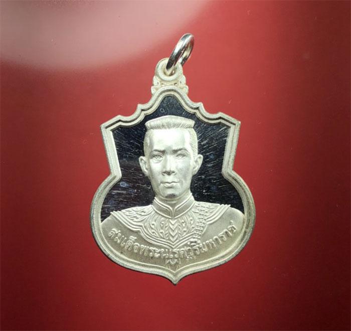 เหรียญสมเด็จพระนเรศวร มหาราช รุ่น สู้  ด้านหลัง สก. สร้างปี 48  เนื้อเงิน  สวยงา (เช่าบูชาไปแล้ว)