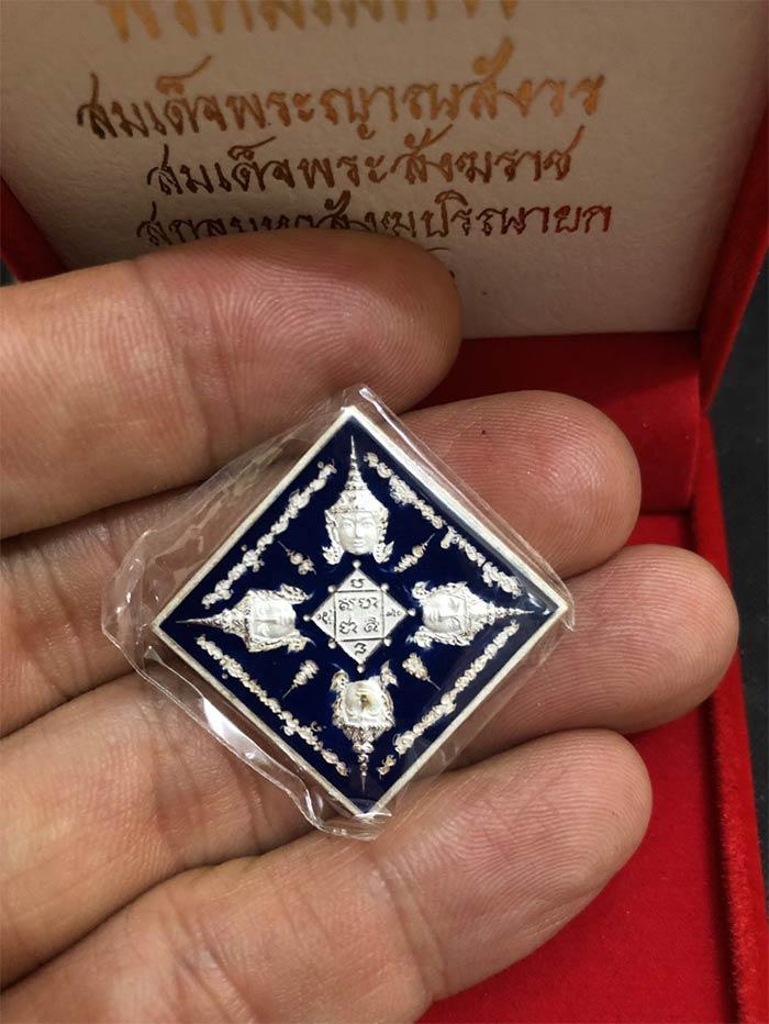 เหรียญพระพรหมสี่หน้า (พรหมเมศวร) หลังรัตนเจดีย์  เนื้อเงินลงยา ปี พ.ศ. 2546 กล่องเดิมๆ หายากครับ