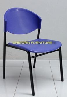 เก้าอี้โพลีโครงเหล็กแป๊ปรูปไข่ พ่นสีดำ  รุ่น CP-03P 4