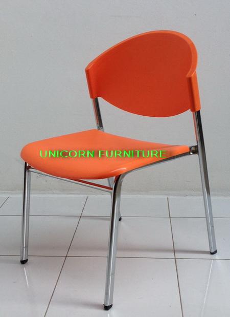 เก้าอี้โพลีโครงเหล็กแป๊ปรูปไข่ พ่นสีดำ  รุ่น CP-03P 8