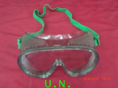 แว่นตาครอบตากันสะเก็ด (สีเขียว -สีขาว)