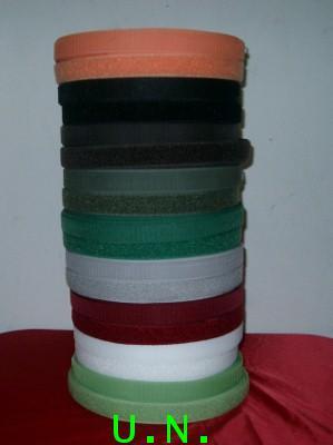 ตีนตุ๊กแก(เมจิกเทป) มีหลายขนาด มีหลายสี (แบบหนาม+แบบขน)ยาว 20 หลา และแบบหลังเป็นกาวติดได้เลย
