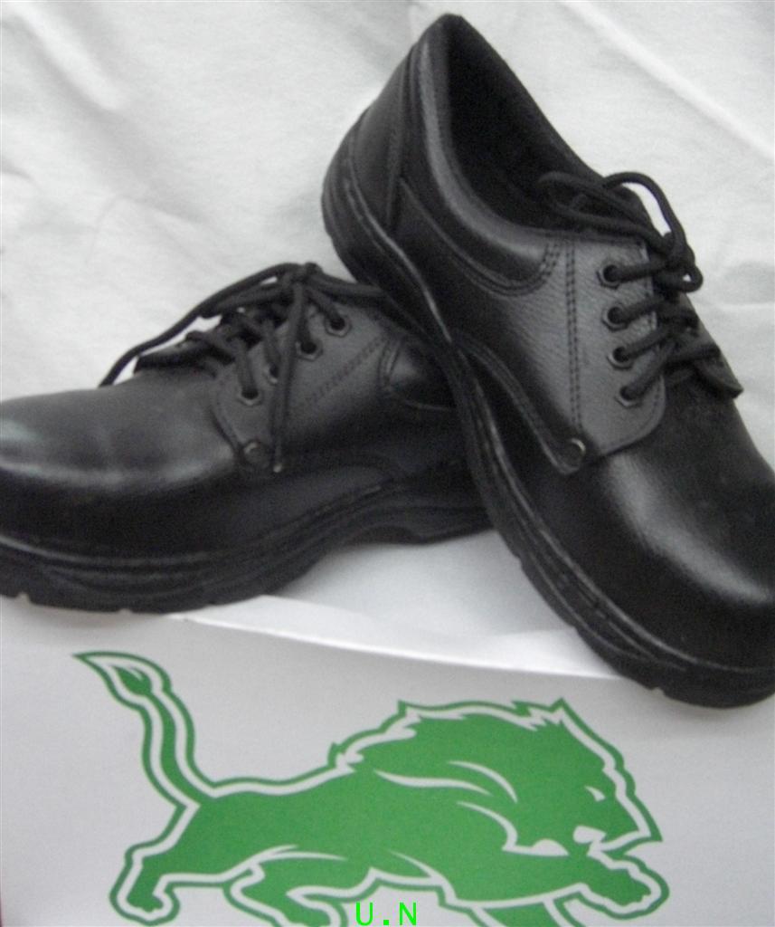 รองเท้าเซฟตี้(หัวเหล็ก)(Safety Shoes)แบบประหยัด หุ้มส้น สีดำ