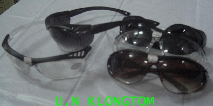 แว่นตาเซฟตี้กันสะเก็ดNO.839(คิ้วดำเลนส์ใส)(คิ้วดำเลนส์คละสี)ขาแว่นแข็งแรง(ถูกประหยัด)