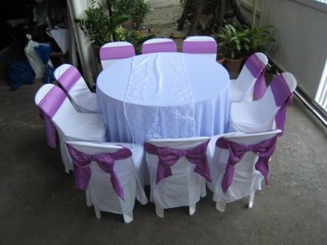 เช่าโต๊ะจีน -เก้าอี้พลาสติกคลุมผ้า ผูกโบว์สีม่วง 7