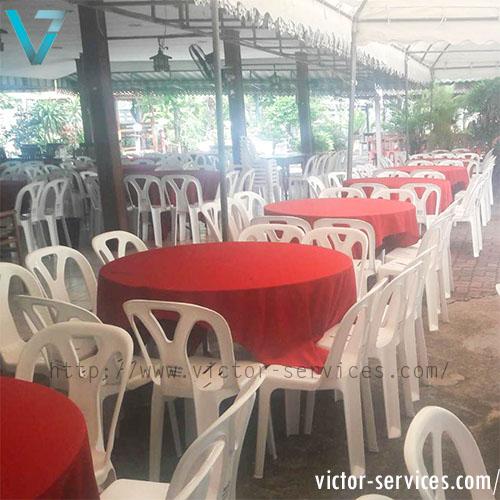 เช่าโต๊ะจีน -เก้าอี้พลาสติก คลุมผ้าโต๊ะสีแดง