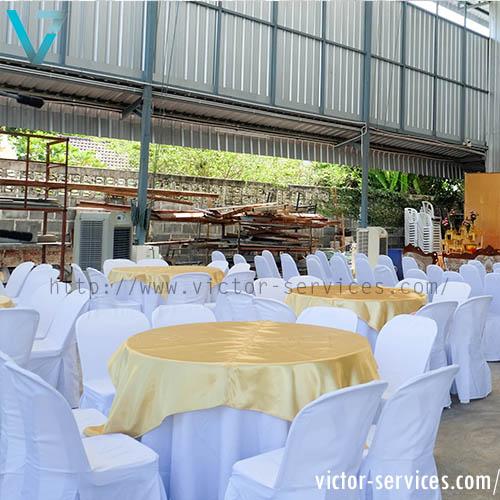 เช่าโต๊ะจีน-เก้าอี้พลาสติก คลุมผ้าสีทอง