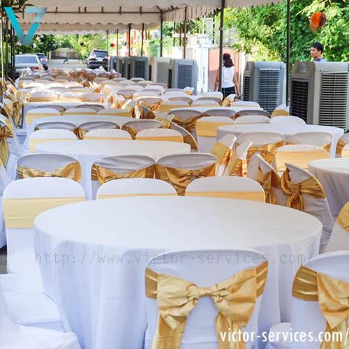 เช่าโต๊ะจีน -เก้าอี้พลาสติกคลุมผ้า ผูกโบว์สีทอง 1