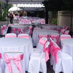 เช่าโต๊ะจีน -เก้าอี้พลาสติกคลุมผ้า ผูกโบว์สีชมพู 1