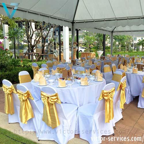 เช่าโต๊ะจีน -เก้าอี้บุนวมคลุมผ้า ผูกโบว์สีทอง VIP