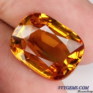 บุษราคัม(Yellow Sapphire) 12.16 Cts. สีแม่โขงทอง เม็ดโต สะอาดIF [Video]