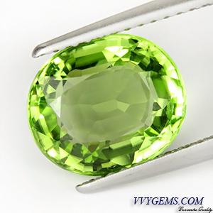 เพอริดอท(Peridot) 3.39 ct สีเขียว รูปไข่ ไฟดี สะอาด VVS