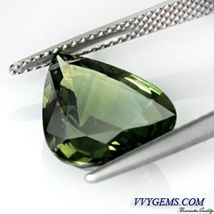 เขียวส่อง (Green Sapphire) 6.04 กะรัต หยดน้ำ VVS 1