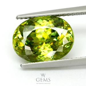 สฟีน (Sphene) 5.58 กะรัต สีเขียว มีรุ้ง