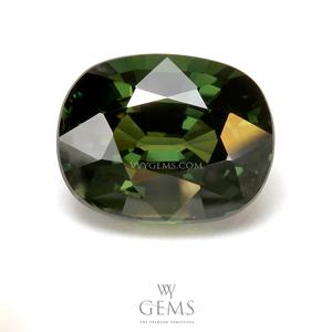 เขียวส่อง (Green Sapphire) 6.06 กะรัต รูปไข่