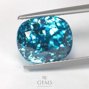 เพทาย (Blue Zircon) 9.72 กะรัต รูปไข่ สีฟ้า ไฟเต็มเม็ด