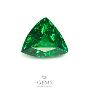 กรีน การ์เนต(Green Garnet) 1.02 กะรัต รูปสามเหลี่ยม