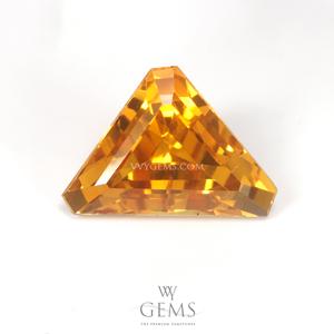 บุษราคัม(Yellow Sapphire) 2.95 กะรัต ทรงสามเหลี่ยมตัดมุม IF