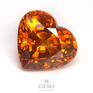 บุษราคัม(Yellow Sapphire) 5.80 กะรัต รูปหัวใจ สีแม่โขง ไฟเต็มเม็ด