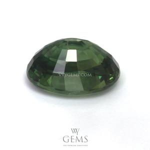 เขียวส่อง (Green Sapphire) 3.08 กะรัต รูปไข่ 2