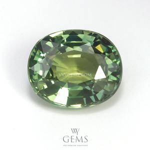 เขียวส่อง (Green Sapphire) 3.69 กะรัต รูปไข่