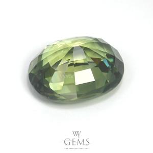 เขียวส่อง (Green Sapphire) 3.69 กะรัต รูปไข่ 2