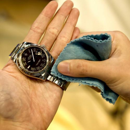 ผ้าเคมีสำหรับเช็ดนาฬิกา และเครื่องประดับ เช็ดได้เงางามกว่าผ้าชามัวร์ ขนาดผืน 21x19.5 cm (เช็ดอย่างเด 1