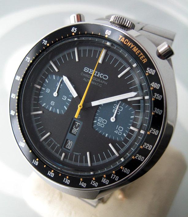 seiko มดดำ 1970 auto choronograph หน้าปัด 2 tone หน้าปัดดำ-น้ำเงิน ขอบฟิล์มดำบอกเลขมาตราวัดความเร็ว