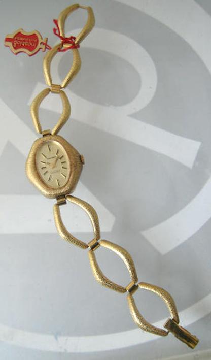 wakmann art deco classic 1970 ไขลาน for lady หน้าปัดเหลืองทองประดับหลักเวลาขีดดำสลับทอง กระจกเซลลูลอ