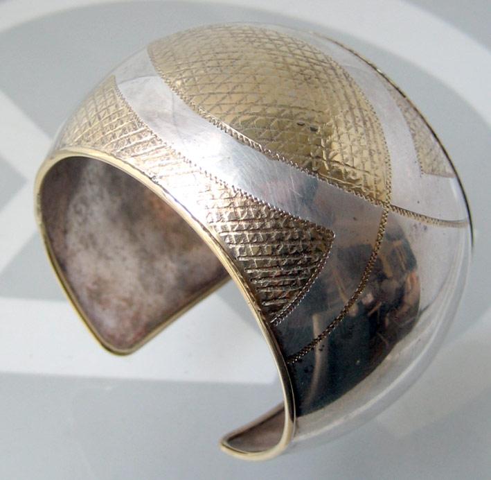กำไลข้อมือ italy ตัวเรือนเป็นเงินปิดทองเป็นลวดลาย งานเก่า เหมาะกับข้อมือขนาด 15-16cm สภาพสวย